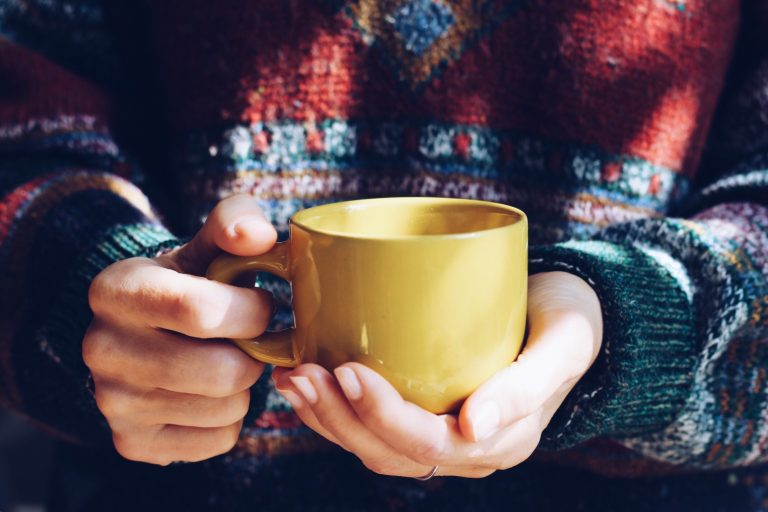 the-girl-is-warmed-by-hot-tea-during-an-autumn-season_t20_zLPn0r